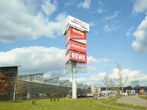 Shipleys GmbH - Kempf Werbetechnik - Werbepylone - Werbetürme